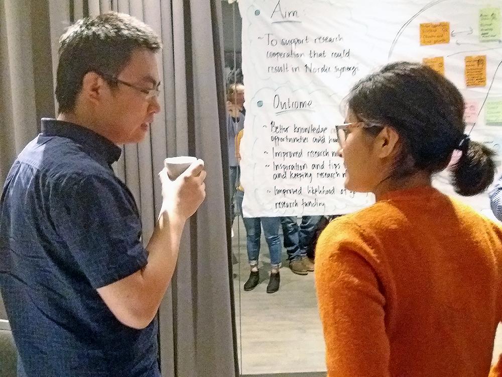 Man and a woman talking. Photo.